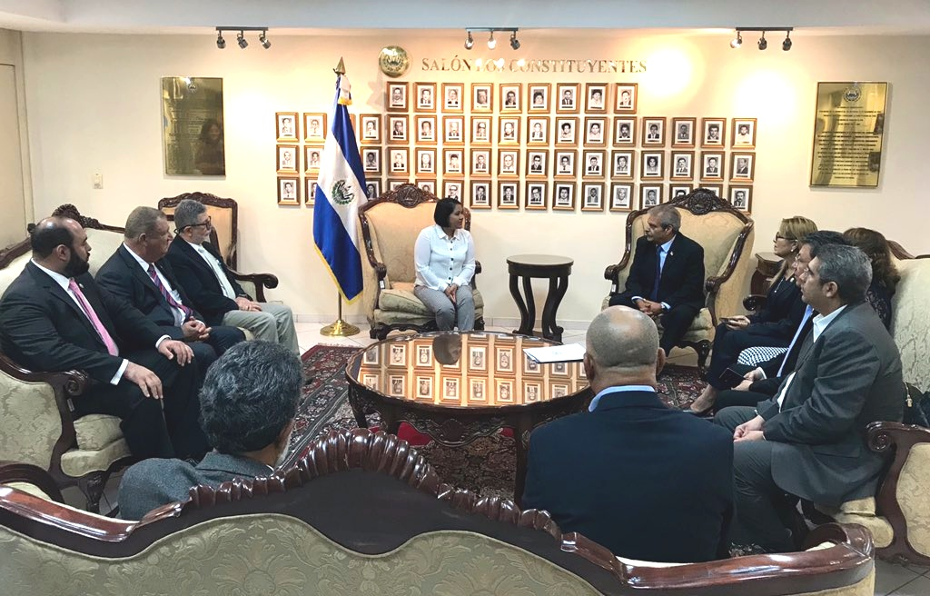 Diputado de Palestina en El Salvador es recibido por parlamentarios