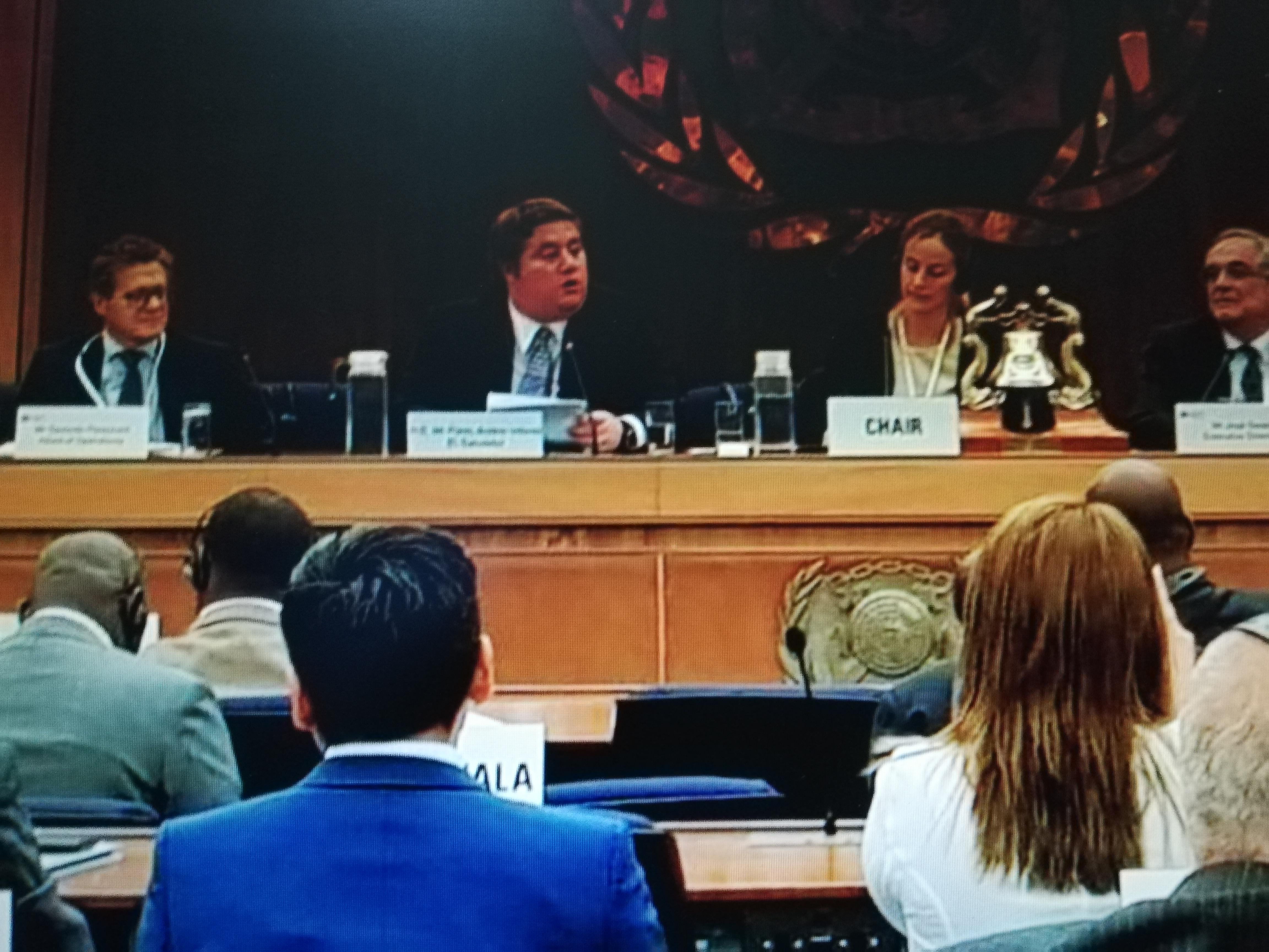 MINISTRO ANLIKER EXIGE MEJORES PRECIOS PARA EL CAFÉ DE LA REGIÓN EN FORO MUNDIAL DEL SECTOR CAFETALERO