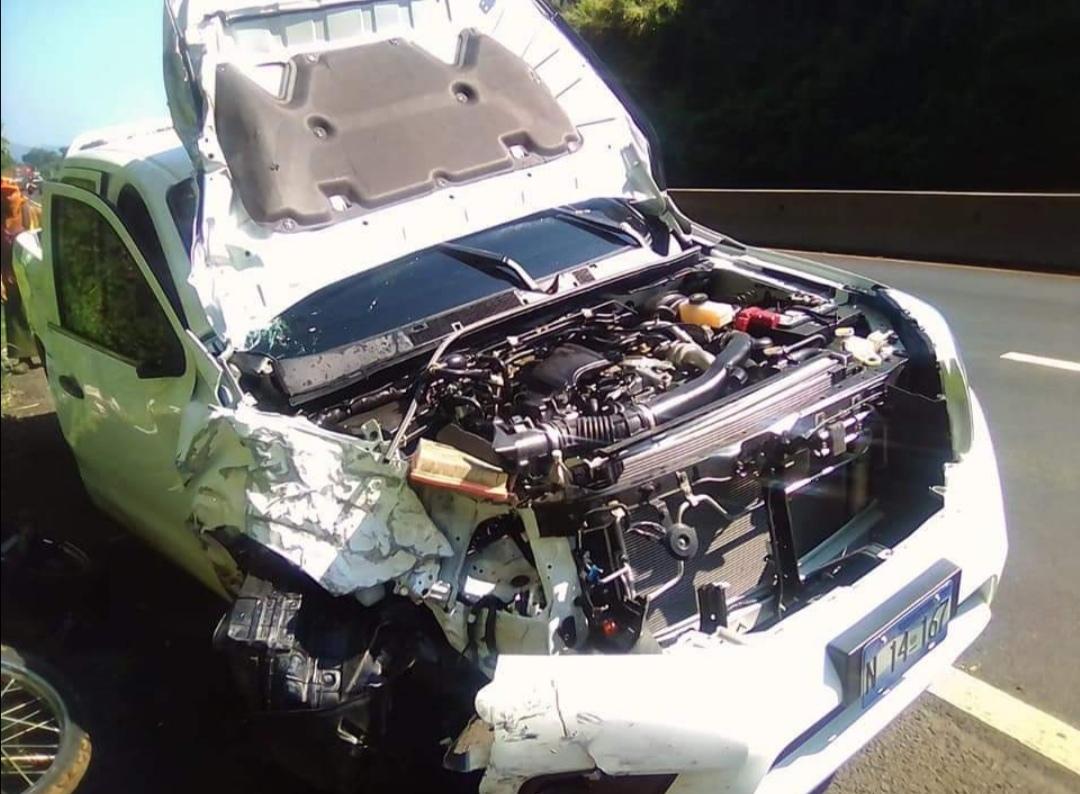 Vehículo en que se conducía  la alcaldesa de Santa Ana se accidenta.