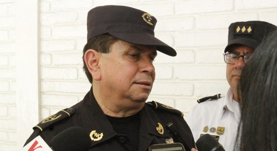 PNC entrega a presidente propuesta de escalafón para policías y empleados