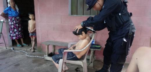 El policía barbero del cantón Guadalupe de Zaragoza