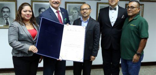 Asamblea entrega reconocimiento a comunidad santaneca en el exterior