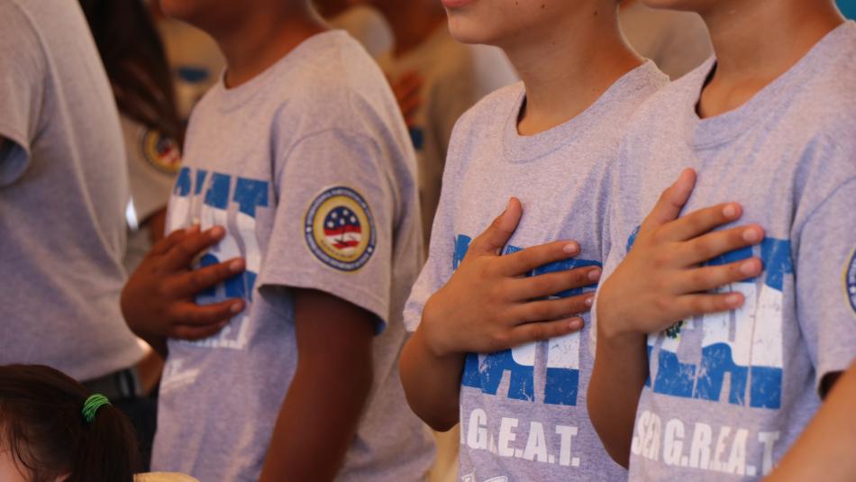 450 niños y niñas de Lourdes dicen no a las pandillas a través del programa GREAT