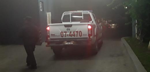 Policías de La Unión atienden a mujer arrollada sobre la carretera en San Vicente