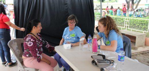 Arrendatarios del mercado y visitantes reciben consultas medicas gratuitas