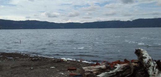 Show de luces artificiales en el lago de Coatepeque