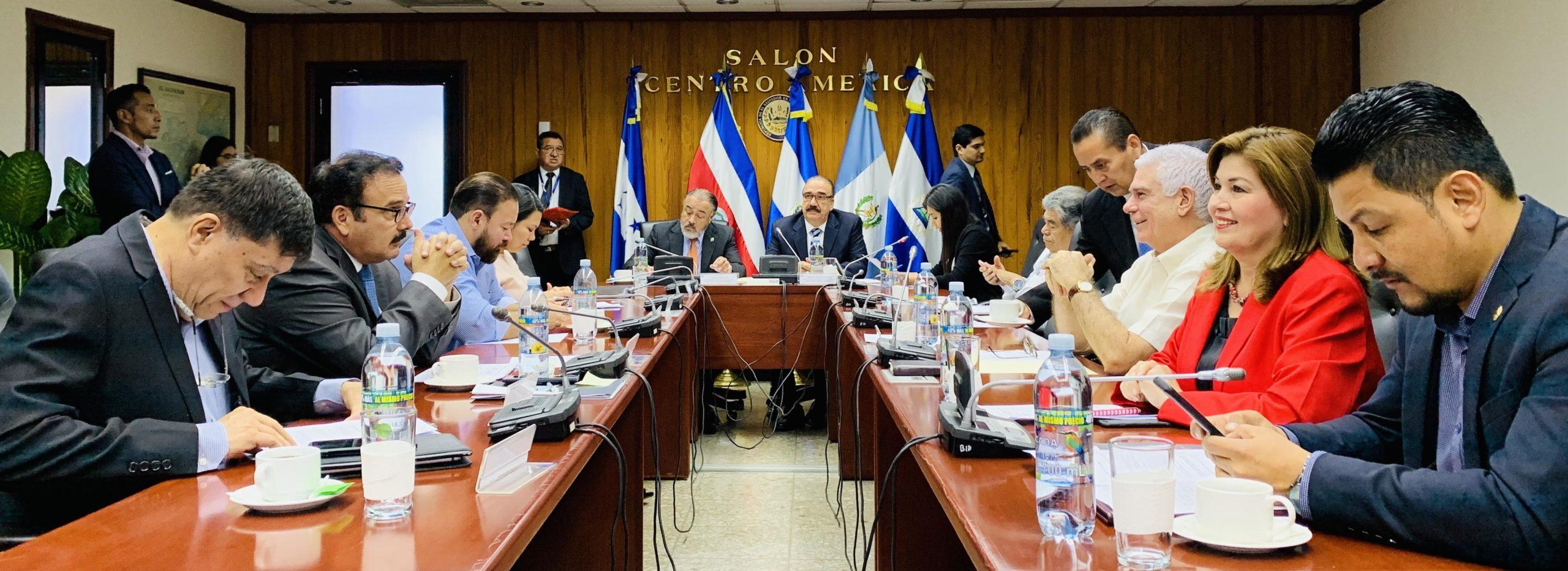 Realizarán sesiones abiertas y consultarán a expertos internacionales para estudio de reforma integral de pensiones