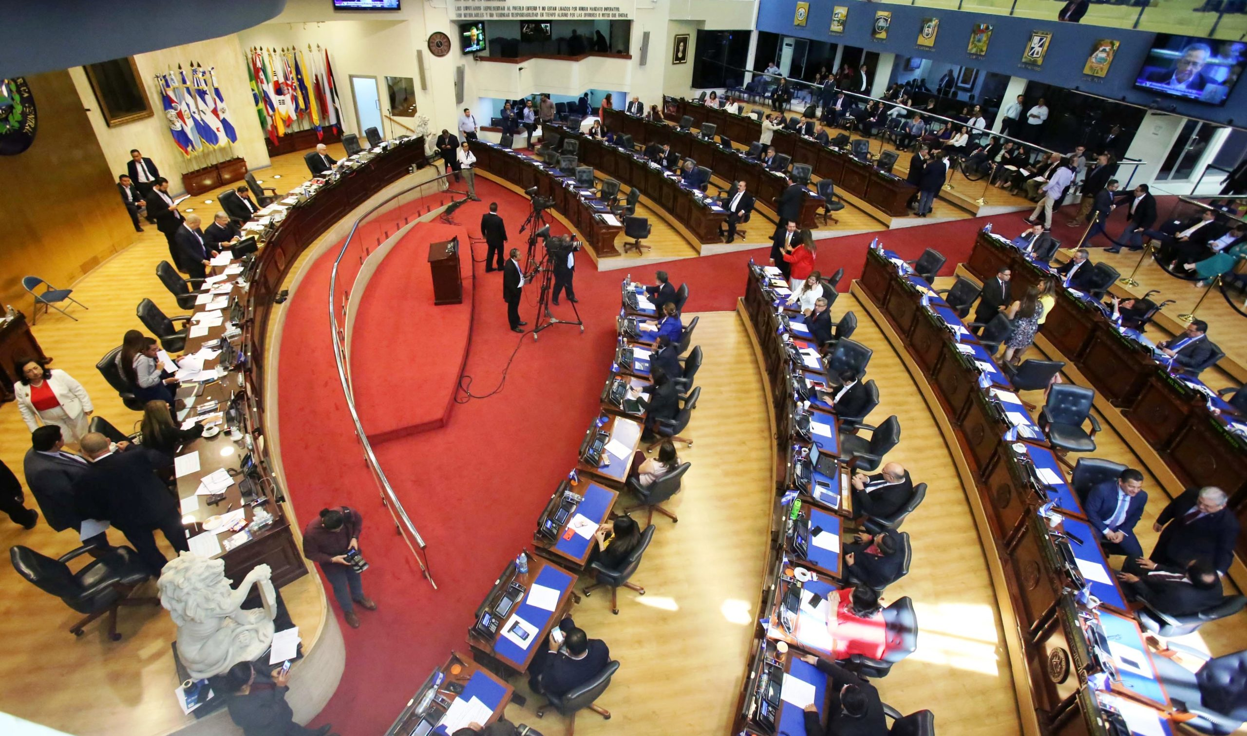 Asamblea fortalece la democracia al ampliar el voto desde el exterior para elegir diputados