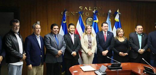 Intercambian opiniones con asesora de las naciones unidas en torno a ley de reconciliación nacional