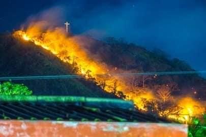Denuncian quema del Cerro Tecana