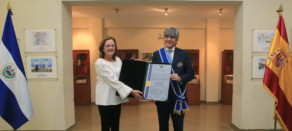 Gobierno de El Salvador condecora al Embajador del Reino de España con la orden José Matías Delgado