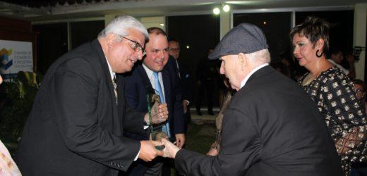 Almacen El Escorial recibió la presea El Cafeto de Oro, máxima distinción que otorga la Camara de Comercio e Industria, filial Santa Ana