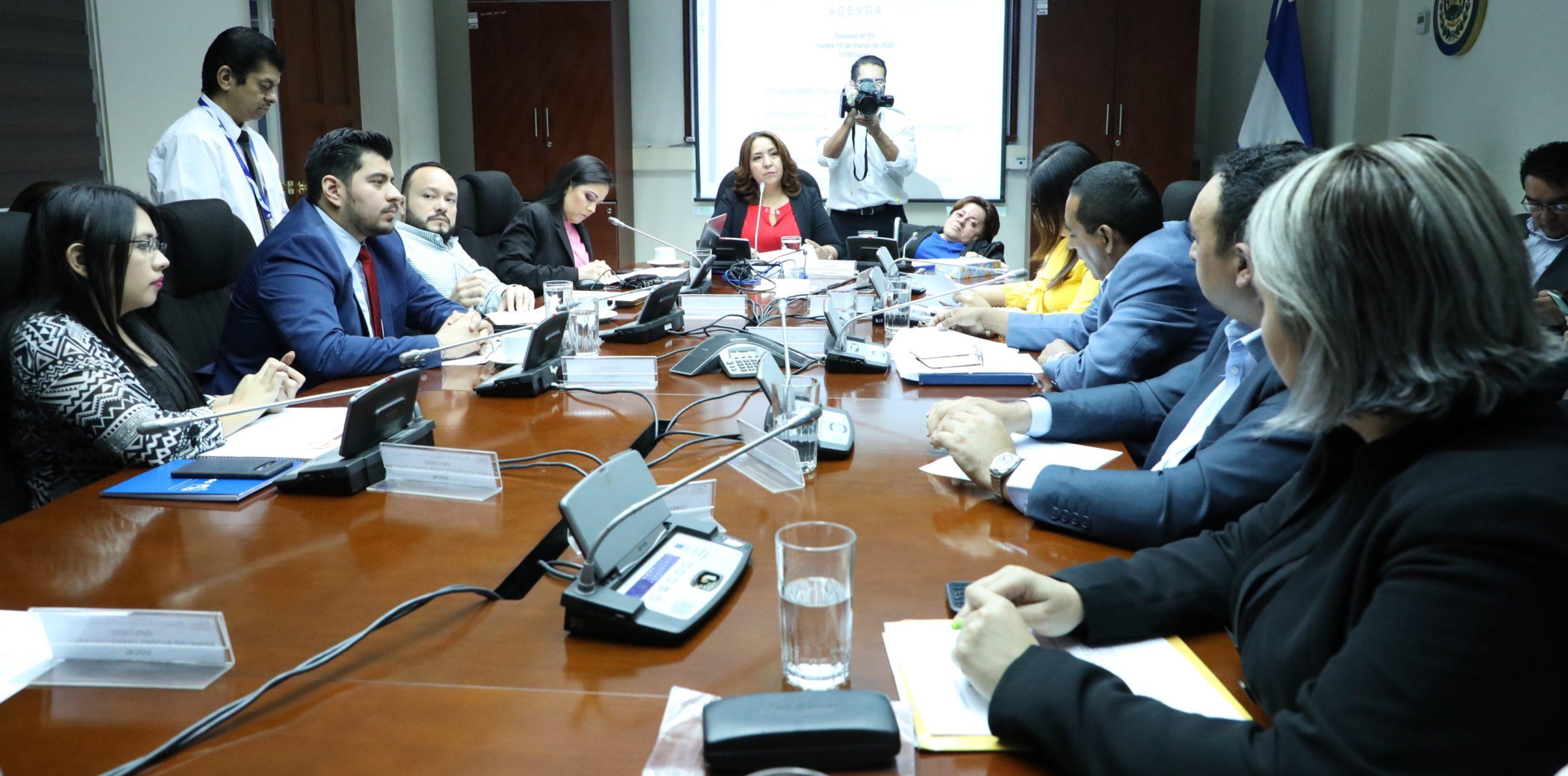 Analizarán petición de prorrogar por seis meses más la entrada en vigencia de ley para regular e instalar salas salas cuna, El Salvador,