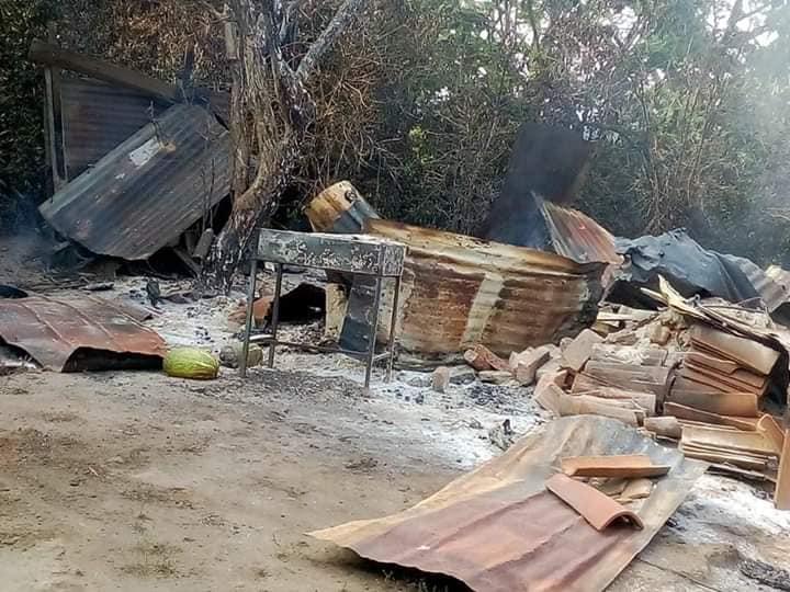 Familia Barrientos del cantón Protero Grande solicita ayuda luego de perder su casa