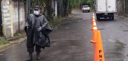 Policía mantiene controles vehiculares en Soyapango ante emergencia por coronavirus y temporal