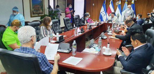 Por abrir proceso para elección de magistrados a la Corte de Cuentas de la República