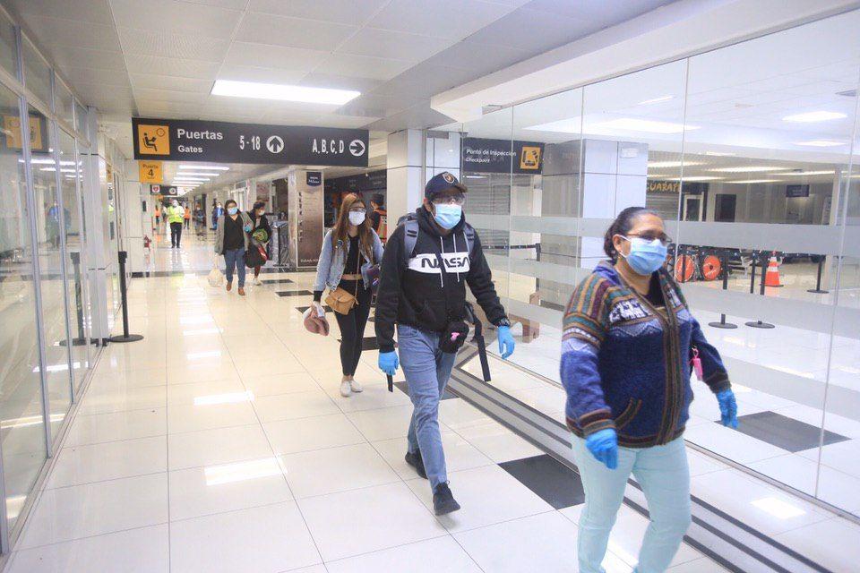 Gobierno de El Salvador recibe a salvadoreños provenientes de Perú
