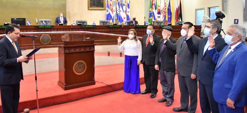 Asamblea Legislativa declara abierto el proceso y crea Comisión especial de Antejuicio contra diputado Arturo Magaña