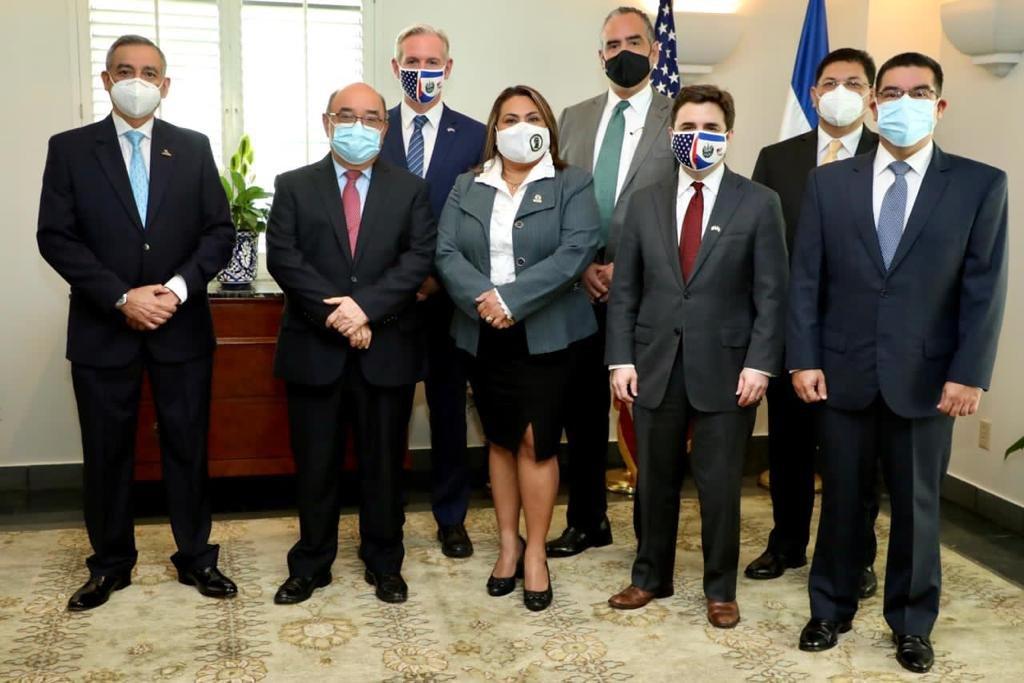 Enviado de Estados Unidos llega a El Salvador y se reune con personas confiables