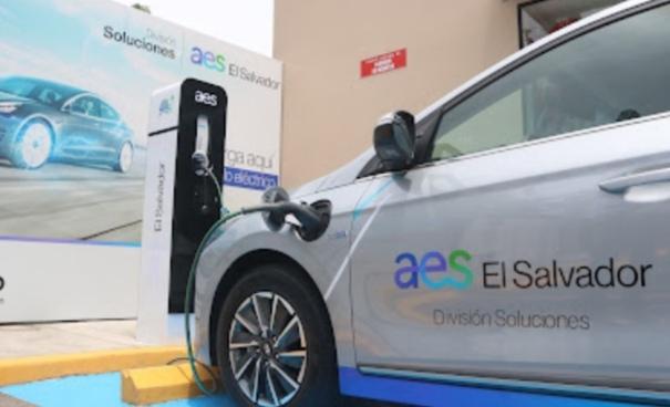 AES El Salvador y Texaco inauguran electrolinera