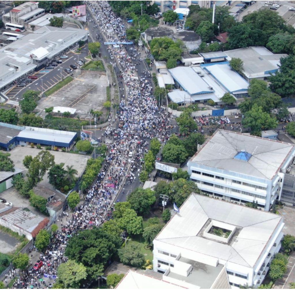 Protesta pacifica en El Salvador el dia de la Independencia